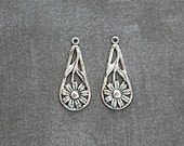 Patina Antiqued Silver Daisy -35mm- Teardrop Embellishment - 2 Pieces