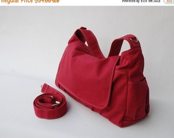CHRISTMAS in July 30% - Father's Day SALE 30 Percent Off + Mysterious Gift - Pico in Cherry Red (Water Resistant Insulated) Messenger / Shou