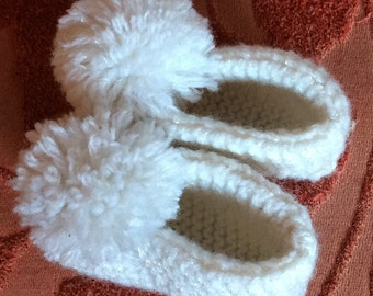 VINTAGE BABY BOOTIES, hand knit, Pom poms, socks, white, crafted