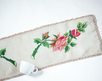 Vintage linen table runner, crewel embroidery table cloth, floral embroidery 40s, handmade table runner roses home decor summer