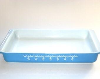 Pyrex Blue SNOWFLAKE Garland Lasagne Cake Pan Large 13x9 Baking Dish #933 Ovenware