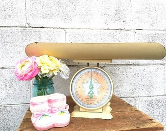Baby SCALE | Vintage Nursery Scale | c. 1930's-1940's Painted Metal Infant Scale with Tray | Vintage Baby Photography Prop | Gender Neutral
