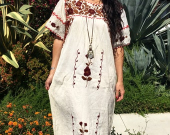 Vintage Mexican 70s Dress// White Embroidered Dress// Bohemian Kaftan Circa 1970s