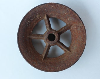 "Primitive Cast Iron 5-Spoke Pulley or Roller, 6.5"" diameter"