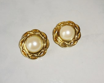 Vintage Faux Pearl Clip On Earrings gold Toned Setting