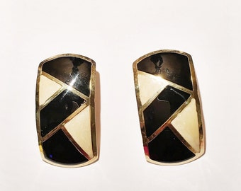 Nice Vintage Pair Of Black Gold Tone And Cream Oblong Pierced Earrings