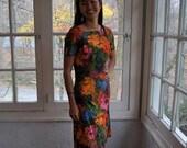 Colorful Mod Print Sheath Dress/Vintage 1960s/Bright Colors Floral Cotton Barkcloth/Size Small