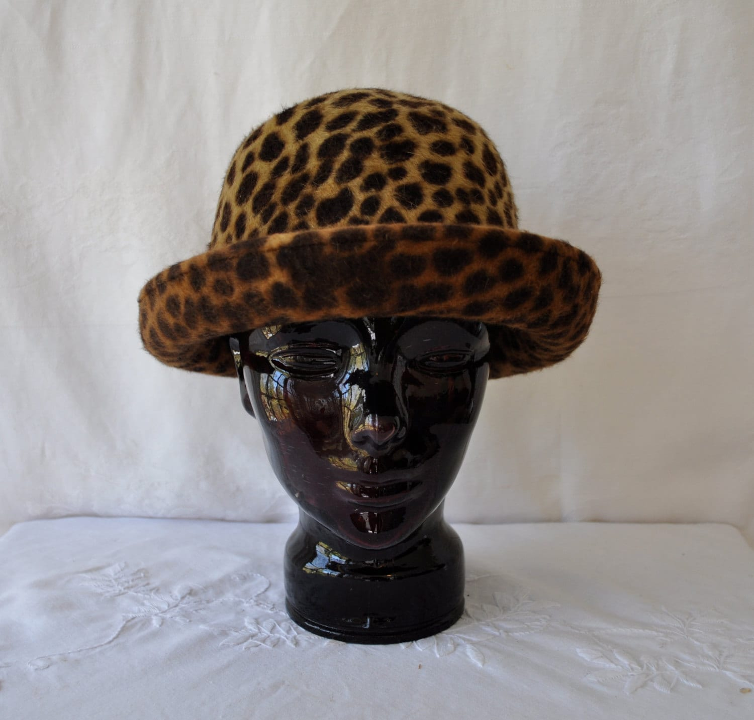 leopard print brimmed hat vintage 1980s pimp my look furry. Black Bedroom Furniture Sets. Home Design Ideas