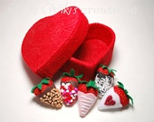 Sweetheart Gift Box With 5 chocolate covered strawberries- READY TO SHIP!!