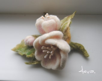 Neddle felted flower brooch,Pink Felt flower brooch .Felt flower pin, felted wool flowers-Felt brooch-wool flowers-Felted gift