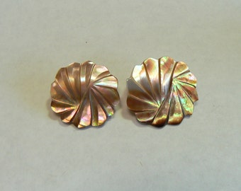 Carved Brown Mother of Pearl Vintage Clip Earrings – Stylized Deco Flower Round Shape (J-16-551)