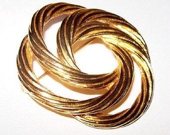 """Monet Brooch Pin Designer Signed Gold Metal Swirl Design Modern 2"""" Vintage"""