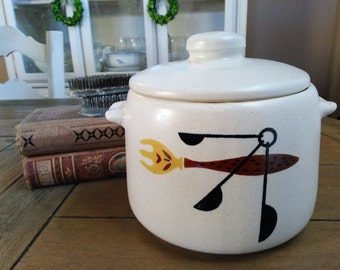 Mid Century Modern West Bend Soup Tureen // Crock with fabuous Vintage Pattern