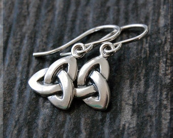 Celtic Trinity Knot Earrings. Sterling Silver Celtic Dangle Earrings, Handmade sterling silver drop earrings, Irish Celtic earrings