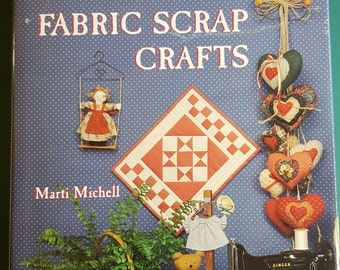 Book COUNTRY FABRIC Scrap CRAFTS Marti Mitchell Fabric Craft Basics Color Photos Illustrations Hearts Pillows Dolls Bears Applique