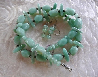 23 Inch Light Green Aventurine Stone Necklace with Earrings