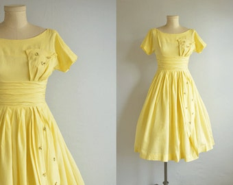 Vintage 1950s Dress / 50s Yellow Floral Applique Party Dress / Summer Dress with Circle Skirt