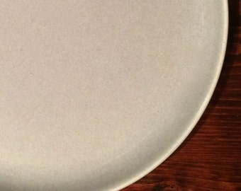 Russel Wright American Modern Dinner Plate, Granite Grey ca. 1940s Steubenville