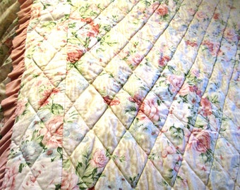 "BEDSPREAD ... A Beautiful Bedspread  Full  60"" w x 88"" L w 14"" Drop"