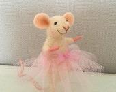 Needle felted mouse, ballet mouse, dance mouse,  dollhouse mouse, miniature mouse, figurine, felt mice, felt mouse, art mouse, felted mouse