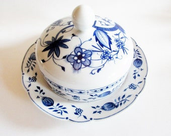 German Vintage Kahla Zwiebelmuster Onionpattern Blue and White Butter Dish, Cheese Dish Porcelain Dish Lided