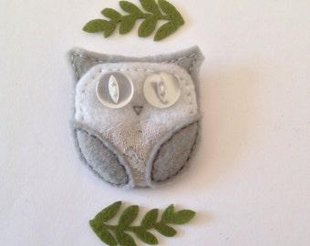 Felt Owl Brooch - Lacie