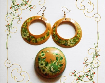 Set of Russian jewelry the Brooch and Earrings in handmade in the Russian style Zhostovo