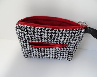 Houndstooth wristlet in quilted cotton with crimson red closure and lining