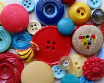 Kitsch Antique and Vintage Button Lot No.412 | Colorful Bright Spring Buttons | Wooden, Rhinestone, Bakelite