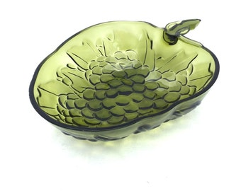 Vintage 70s Carnival Indiana Glass Avocado Green Grape Fruit Bowl
