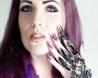 Lace demi-glove bracelet by Selene de Viollet