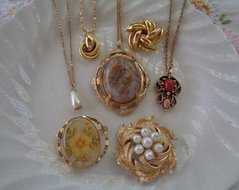 Vintage Jewelry Destash Lot Pendant Chain Necklaces Brooches Gold Tone Faux Pearls Flower Knot Avon