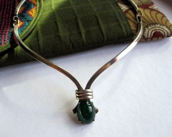 Vintage Articulated Necklace with Green Agathe.