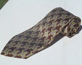 Vintage 1970s Wide Brown and Lavender Houndstooth Polyester Tie