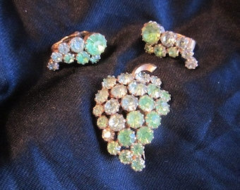vintage 60's GRAPES cluster PIN & Clip EARRINGS Set Shades of green rhinestones prong set Jd1-133