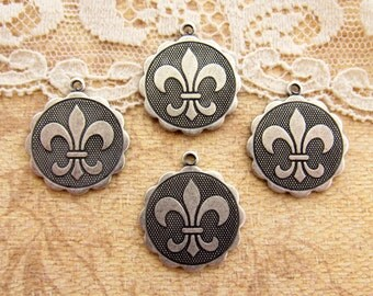 Antiqued Silver Ox Fleur de Lis Charm Pendant Rpund Scalloped Edge Disc 19mm Round- 4