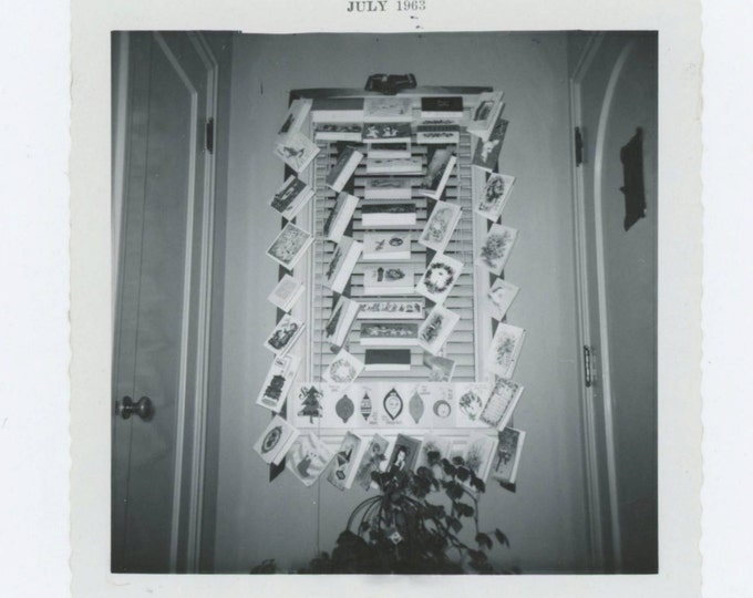 Vintage Snapshot Photo: Xmas Cards Displayed on Window, 1962-63 (69502)