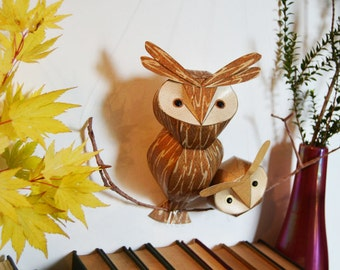 Brown Hoot Owls mobile wall sculpture (small), woodland wall art, fall baby gift, autumn baby mobile