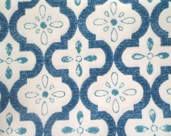 OUTDOOR Pillow Cover / Blue and Cream Pillow Cover / Moroccan Quatrefoil Print