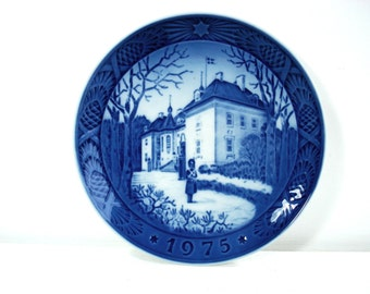 Vintage Royal Copenhagen Procelain The Queens Christmas Residence 1975 Christmas Collectible Plate