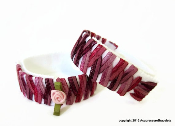 Motion Sickness Anti Nausea Bracelets for Children for nausea, car sickness, stomach aches, anxiety. Adjustable. Pink Rose.
