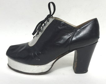 1970s black and silver leather oxford peeptoe platforms - size 7 - 1970s platform shoes - 1970s disco platforms - glam rock style