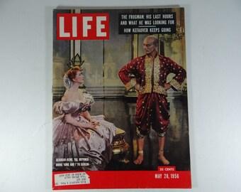 """1956 Life Magazine, May 28  - Deborah Kerr, Yul Brynner Bring """"King and I"""" to Screen"""