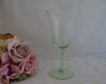 Vintage Green Glass Wine Glass - Green Glass Wine Goblet - Green Wine Glass - Vintage Wine Glass