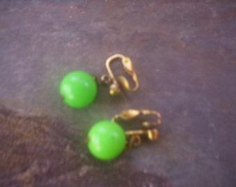 Vintage green clip on earrings/Clip on earrings/Reused earrings/Vintage jewelry/green bead clip on earrings/Beads earring/Green bead earring