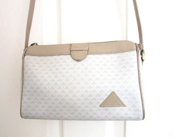 Liz Claiborne Shoulderbag Logo Coated Canvas Leather Trim Ivory & Taupe Colors Dated 1984