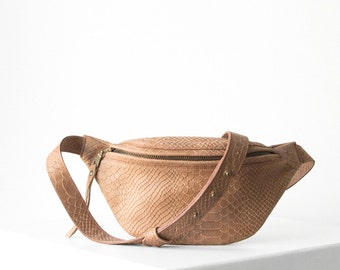 Fanny pack 'small' in COGNAC python print leather