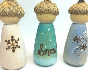 Winter Themed Peg Dolls // Wooden Waldorf Season Dolls // Winter Peg Dolls // Winter Nature Table // Natural Toy // Snowflake Doll