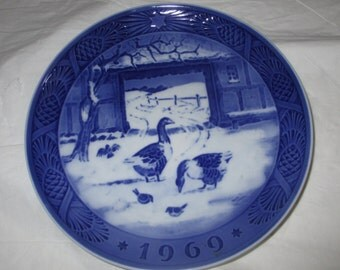 "7.25"" Royal Copenhagen 1969 Christmas Plate, In the Old Farmyard"