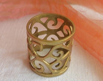 Vintage Napkin Holder - Ornate, Gold Metal, Great for All Occasions - Beautiful!